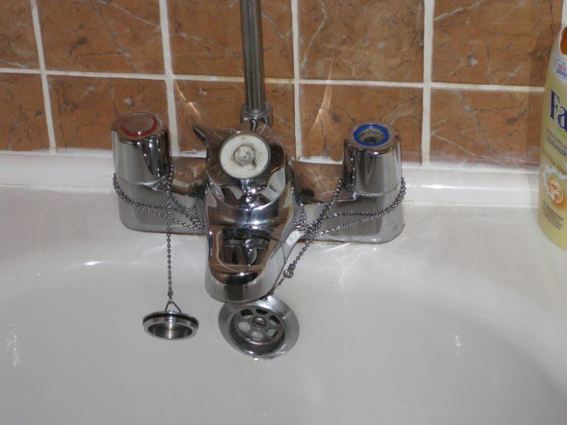 Die Badewannen- / Dusch-Armatur