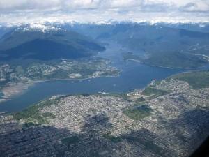 Anflug auf Vancouver: Die Berge zum Greifen nah ;-)