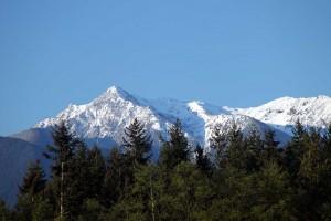 Ausblick auf die Berge vom Hotel-Parkplatz in Sequim