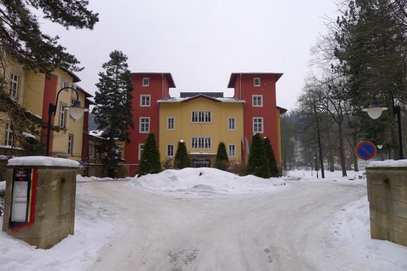 Hotel von der Zufahrtsseite aus