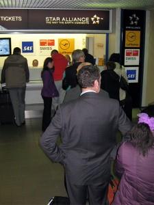 Die Schlange vor dem Ticket-Schalter