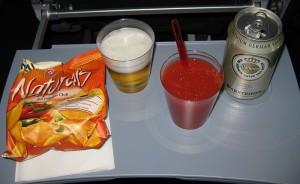 Das abendliche Catering: Chips, Bier und wieder Tomatensaft ;-)