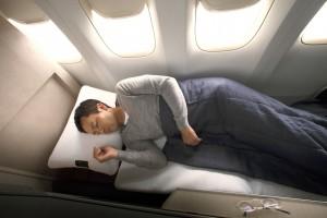 Schlafen im neuen Business Class Sitz der Japan Airlines