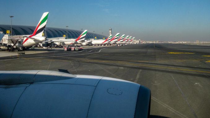 Emirates-Flotte am Flughafen Dubai