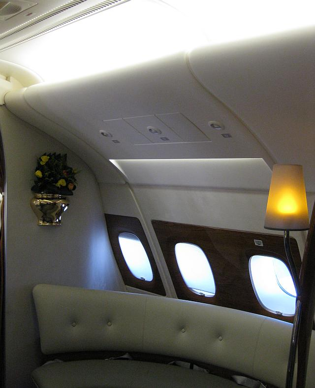 Keine Overhead-Bins in der Bar eines ganz neuen Airbus A380