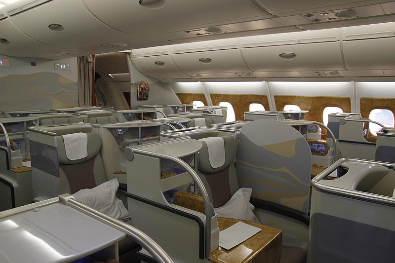 Ein Blick in die leere Business Class auf Flug EK413 von Auckland nach Sydney
