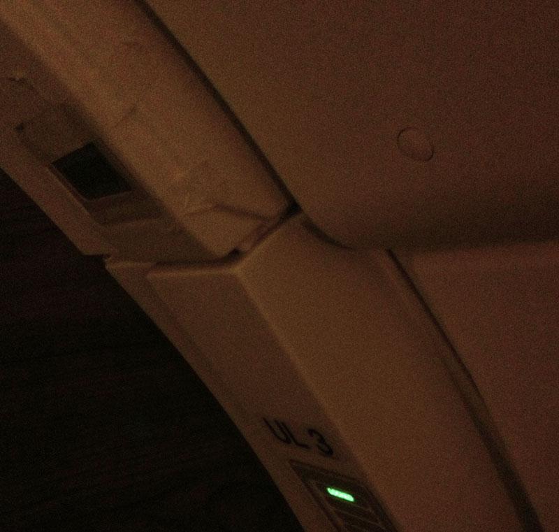 Reparatur mit Kreppband an Türe UL3 (Sorry für die schlechte Bildqualität)
