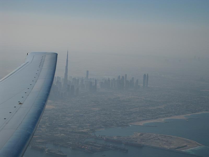 Die Skyline von Dubai kurz nach dem Start