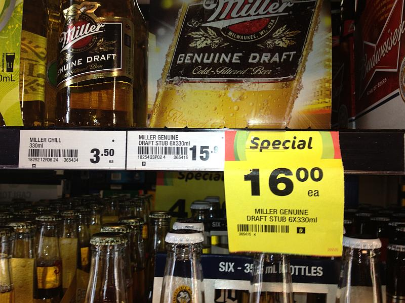 Die Bierpreise sind nicht ohne. (Wer findet den Fehler in diesem Bild?)