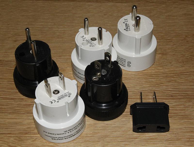 Die einfachen Steckdosen-Adapter