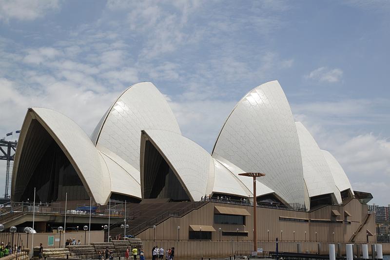 Das Sydney Opera House von Land aus gesehen. Beton in Reinform.