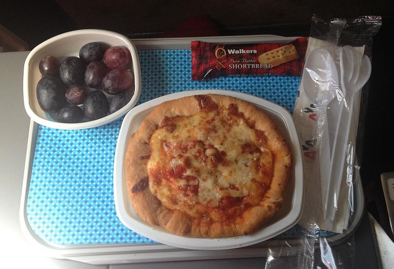 Die Pizza kurz vor der Landung