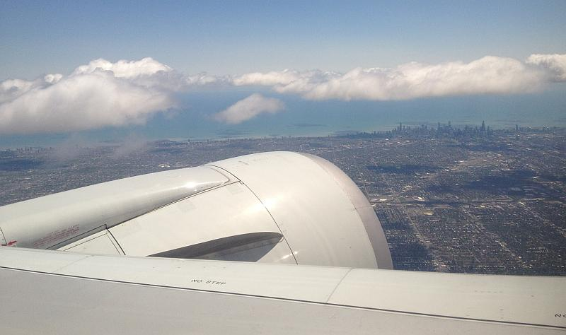 Landeanflug auf Chicago - die Skyline der Stadt am Horizont