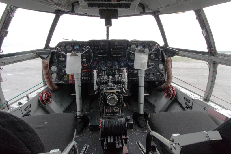 Das Cockpit der Curtiss Commando