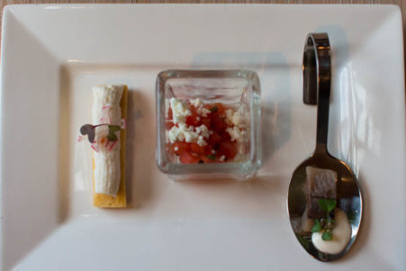 Gruß aus der Küche: Matjes mit Apfel und Feta mit Minze