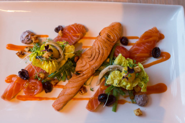 Vorspeise: Zwei Sorten Lachs - mariniert und gegrillt
