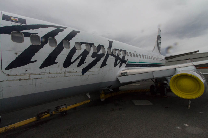 Alaska Airlines Boeing 737-200C (N740AS) im Alaska Aviation Museum