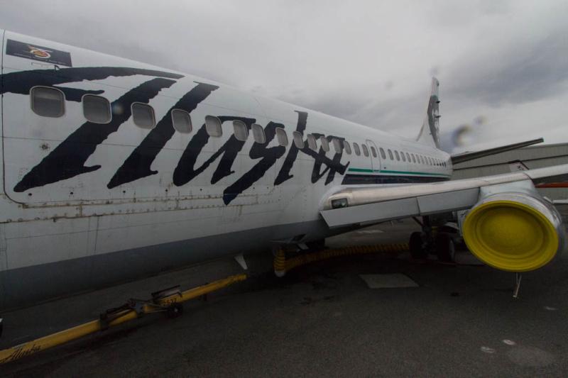 Alaska Airlines Boeing 737-200C (N740AS) im Alaska Aviation Museum
