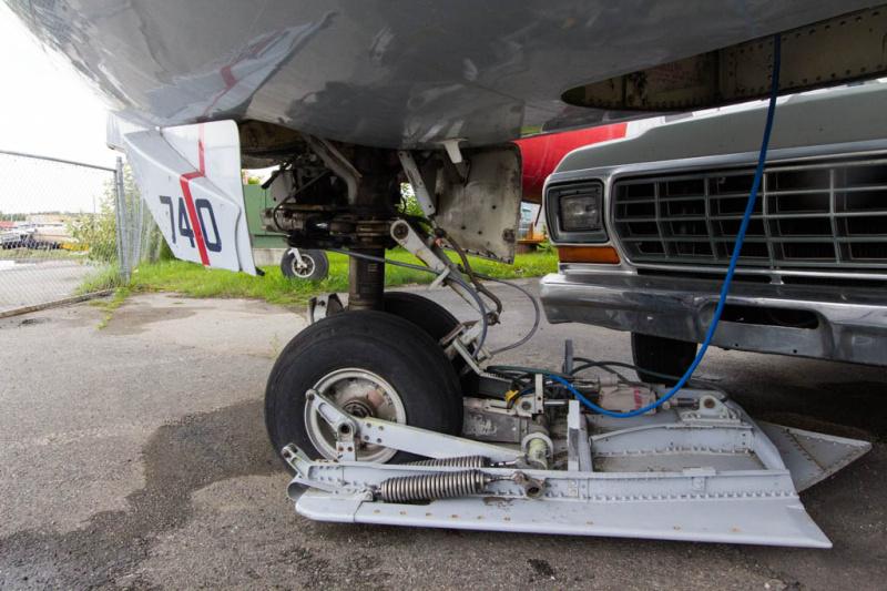 Das Bugrad der Boeing 737-200C mit Ski