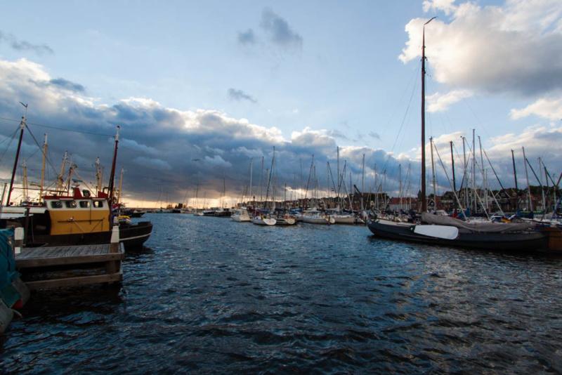 Überblick über den Hafen von Urk