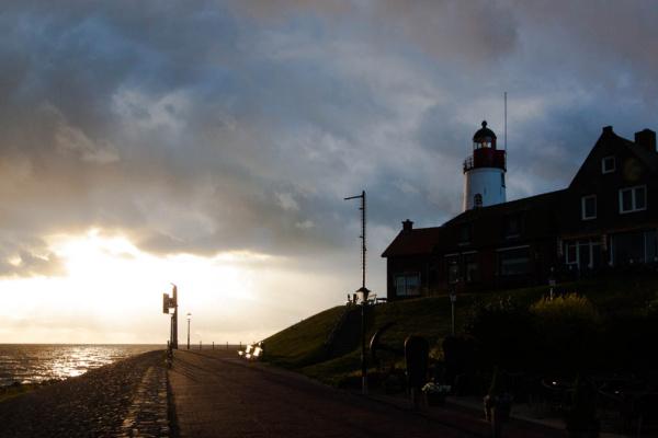 Der Leuchtturm während des Sonnenuntergangs