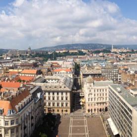 Das Panorama von Budapest im Juni