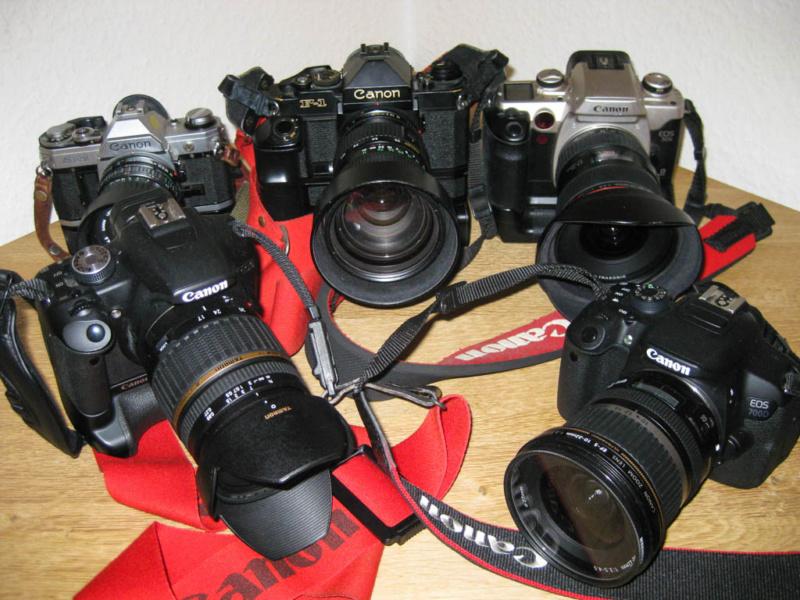 Das Treffen der Canon Generationen (hinten v.l.n.r.: AE-1, F1 New, EOS 50E; vorne: EOS 500D und 700D)