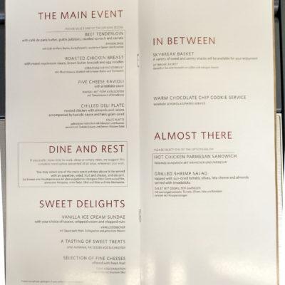 Speisekarte Hauptspeisen, Dessert und Snacks auf dem Hinflug