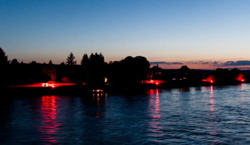 Das illuminierte Rheinufer