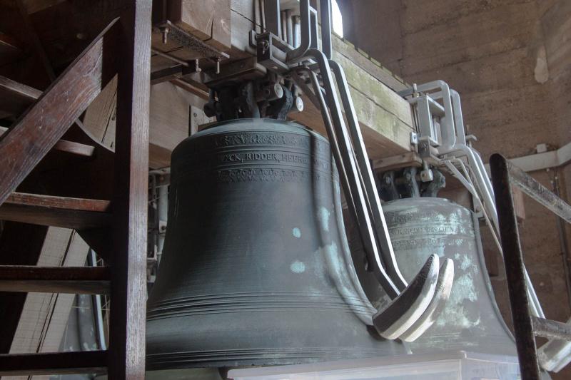 ... steuert das Glockenspiel