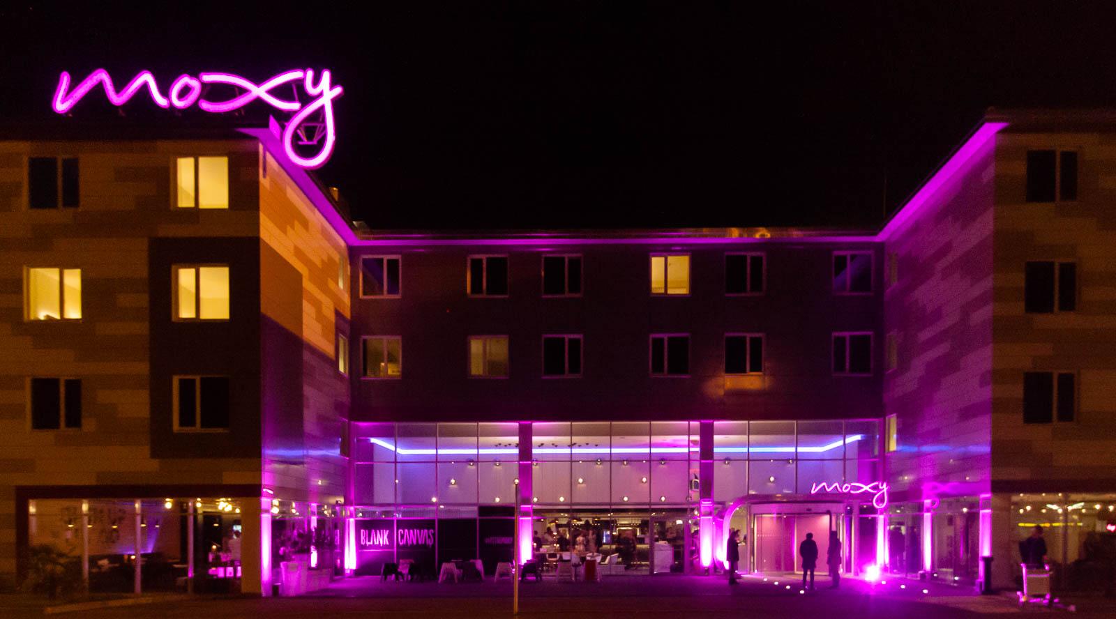 Moxy Hotel Mailand bei Nacht