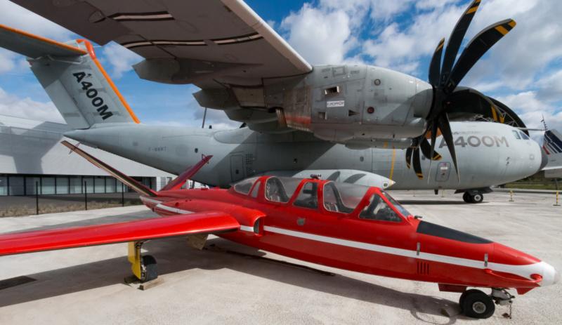 """Fouga Magister der """"Red Devils"""" im Schatten des Airbus A400M"""