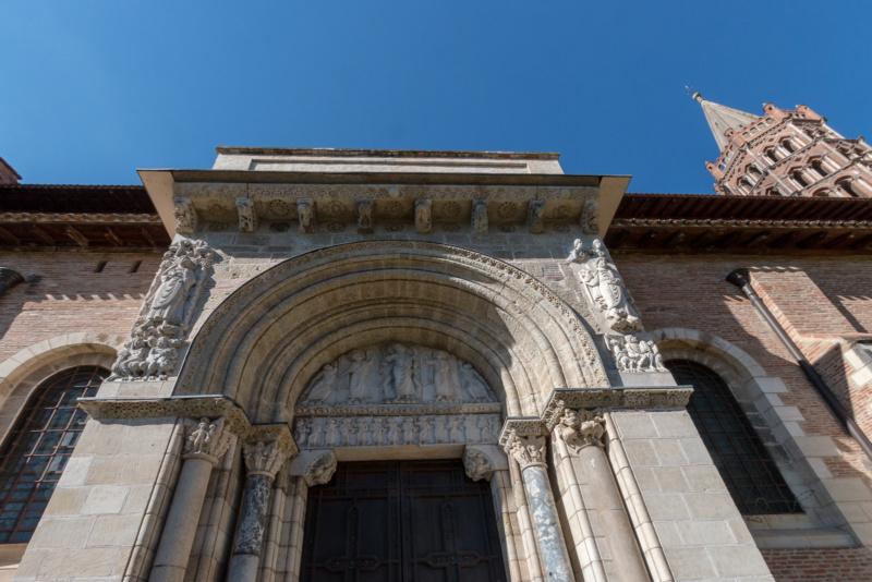 Der Eingang der Basilika Saint-Sernin