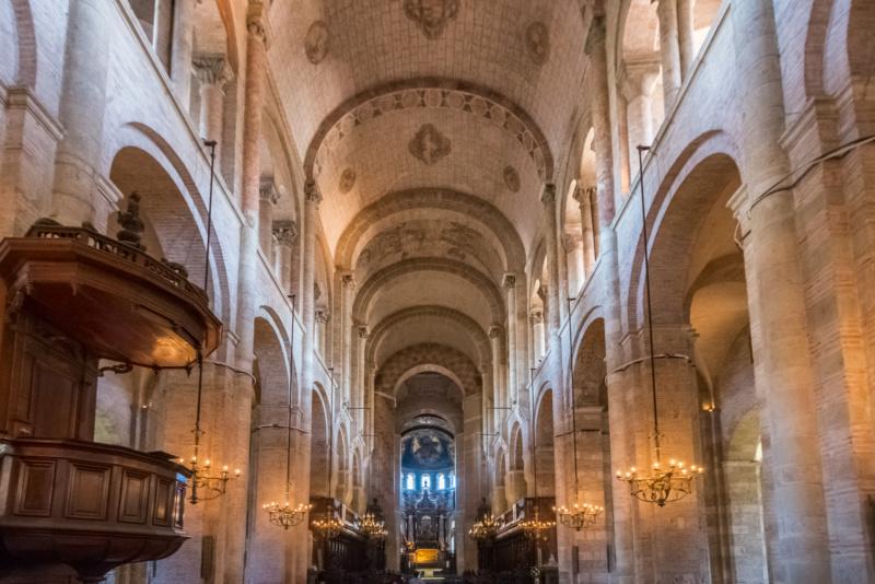 Der Innenraum der Basilika Saint-Sernin