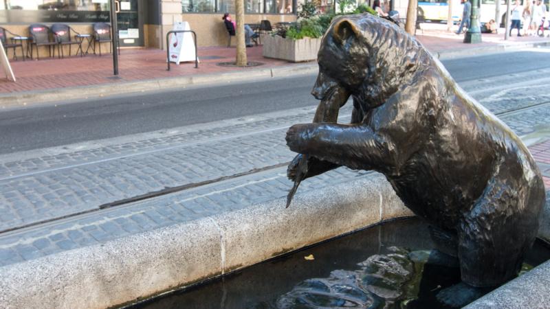 Brunnen mit Bär