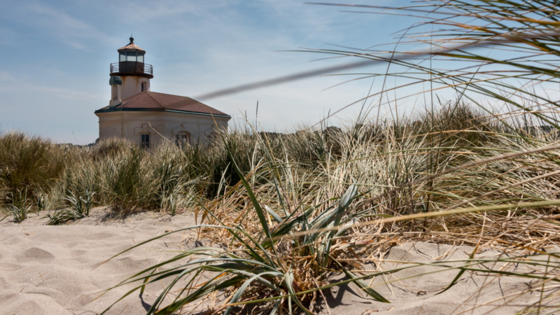 Umgeben von Dünen - Coquille River Lighthouse