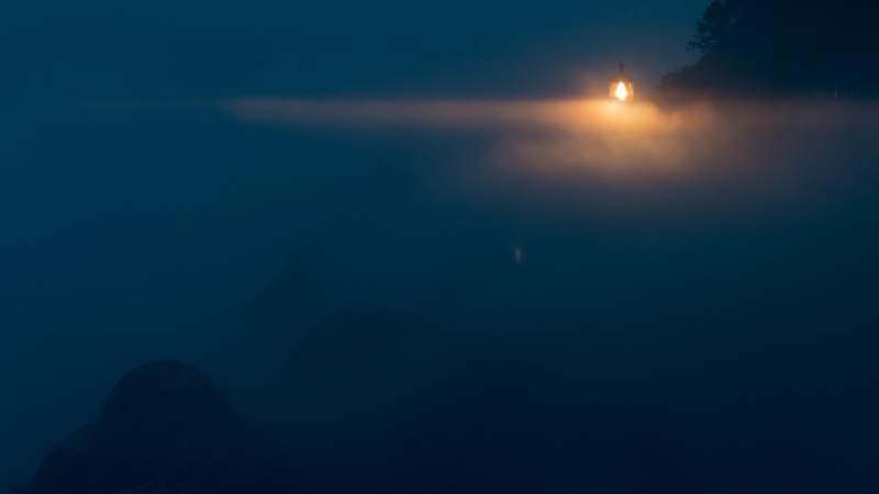 Heceta Head Lighthouse abends im Nebel