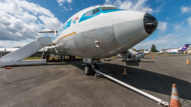 Die Nase der ersten jemals gebauten Boeing 727 (N7001U) im Boeing Restoration Center