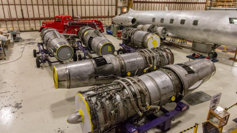 Ein paar Pratt&Whitney JT8D-Triebwerke für die Boeing 727 im Boeing Restoration Center