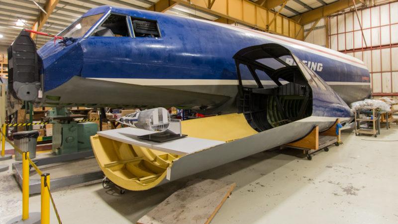 Nose Section des Mockups der nie gebauten Boeing 2707 zusammen mit der absenkbaren Nase