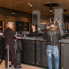 Check-In an der Bar