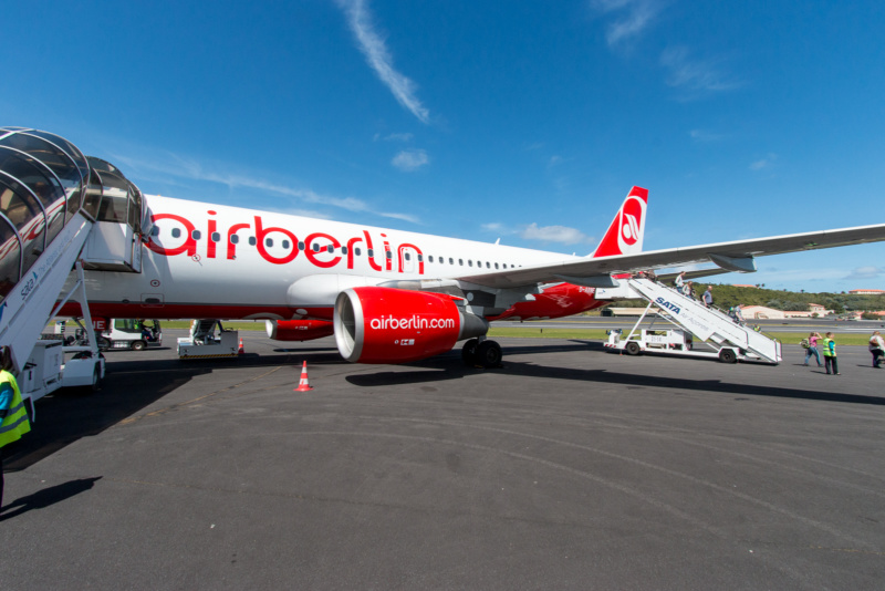 Airbus A320 (D-ABNE) der Air Berlin nach der Landung auf Terceira