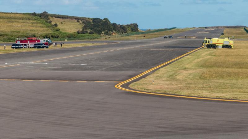 Die Flughafenfeuerwehr von Lajes Field ist bereit für die Wasserdusche