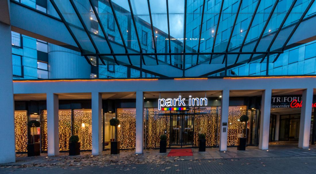 Eingang des Park Inn Köln City West
