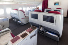 Business Class-Kabine der Boeing 777-200LR von Qatar Airways