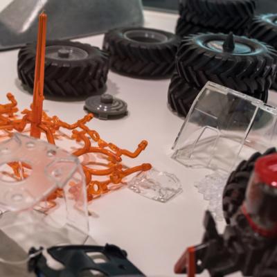 Einzelteile eines Siku-Traktor-Modelles