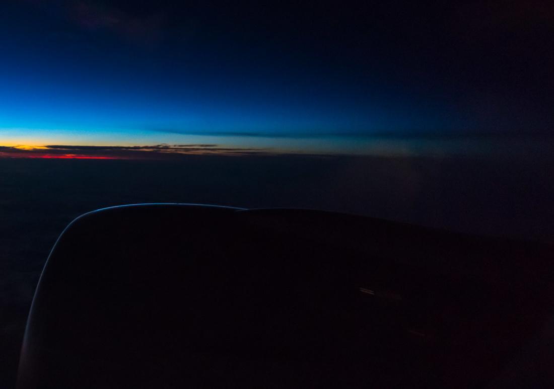 Sonnenaufgang in 38.000 Fuß Flughöhe an Bord von Flug QR920 von Doha nach Auckland
