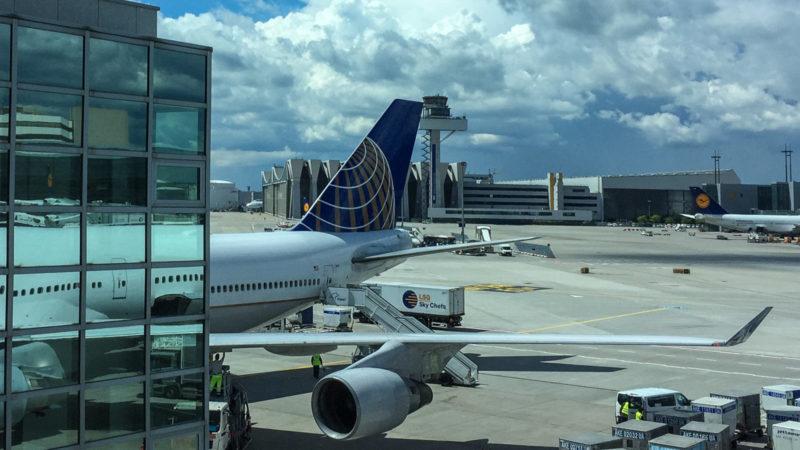 Die Boeing 747-400 (N181UA) steht schon bereit