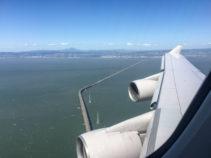 Wir überfliegen die San Mateo Bridge