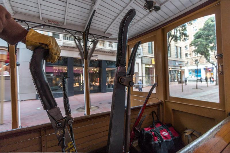"""Der Arbeitsplatz des """"Grip Man"""" in der Cable Car"""